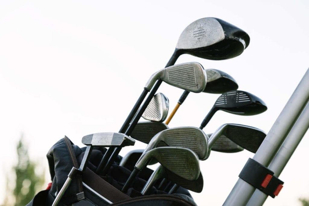 Golfschläger in einer Tasche