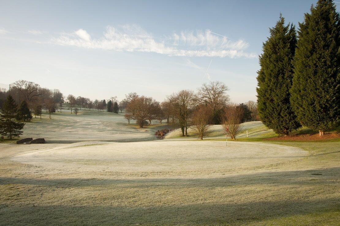 Golfplatz mit Frost