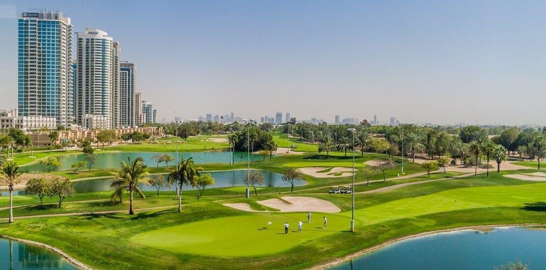 Emirates Golf Club: Eine Grünfläche zwischen Wolkenkratzern