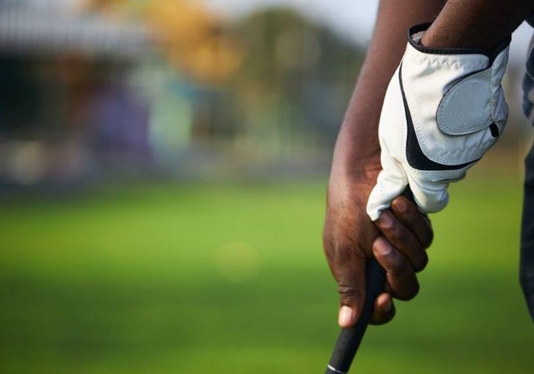Vom Ast zum Golfschläger: Wie der Golfsport Kamaiu Johnsons Leben veränderte