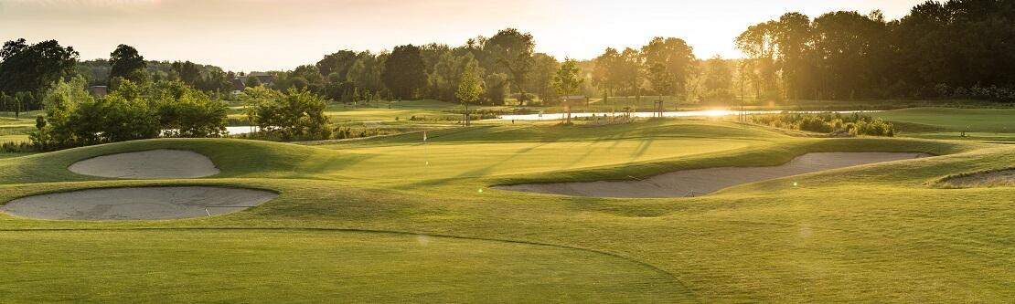 Grüns auf dem Golfkurs des Golfpark Strelasund