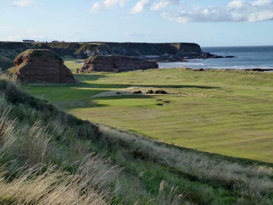 Ein schottischer Golfplatz an der Küste