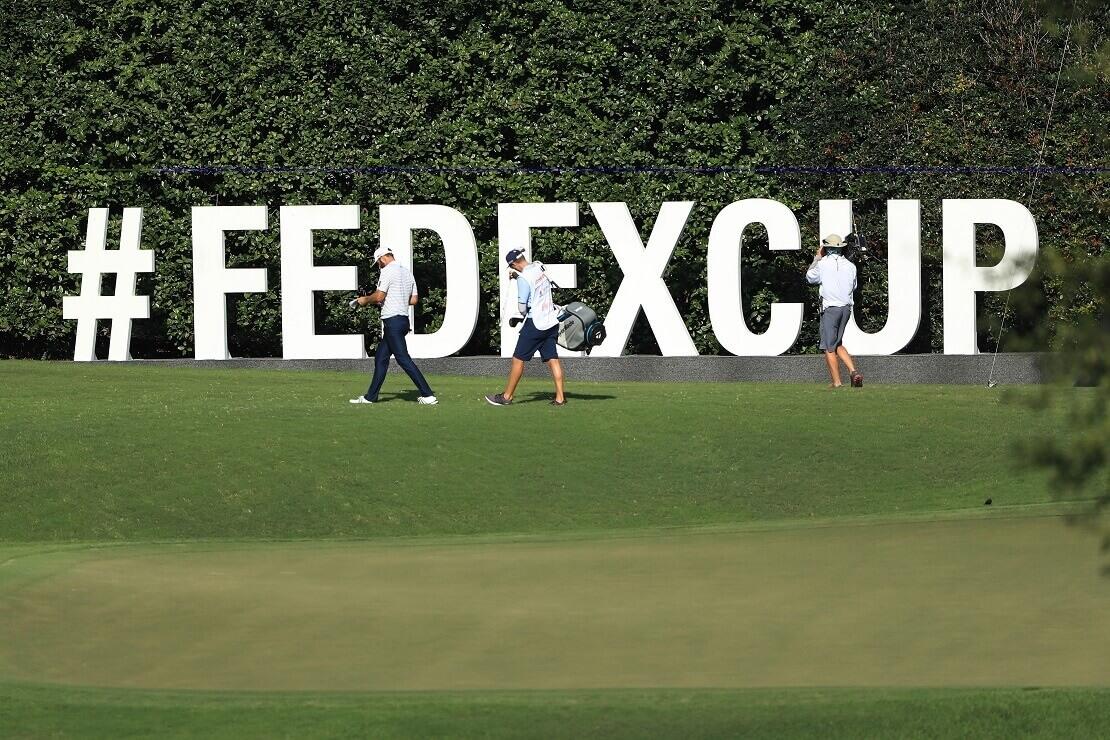 FedEx Cup Aufsteller auf Golfplatz