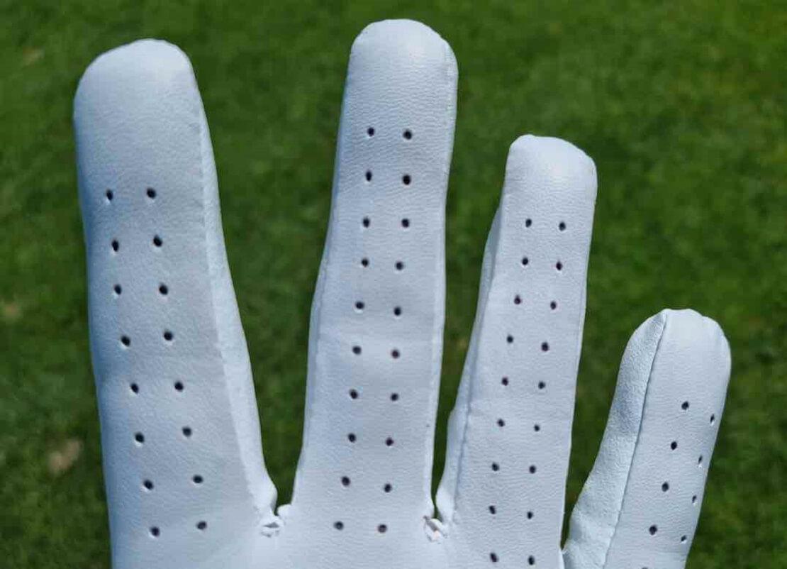Perforation des Mizuno Elite Golf Handschuhs
